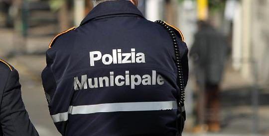 POLIZIA MUNICIPALE : BANDO PER AGENTI, RICHIESTA PATENTE B.